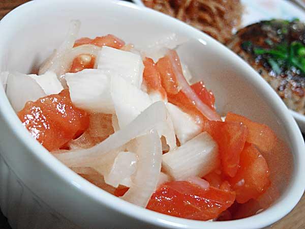 トマト長いもタマネギのサラダ