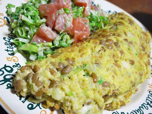 納豆長芋オムレツと春キャベツのサラダ